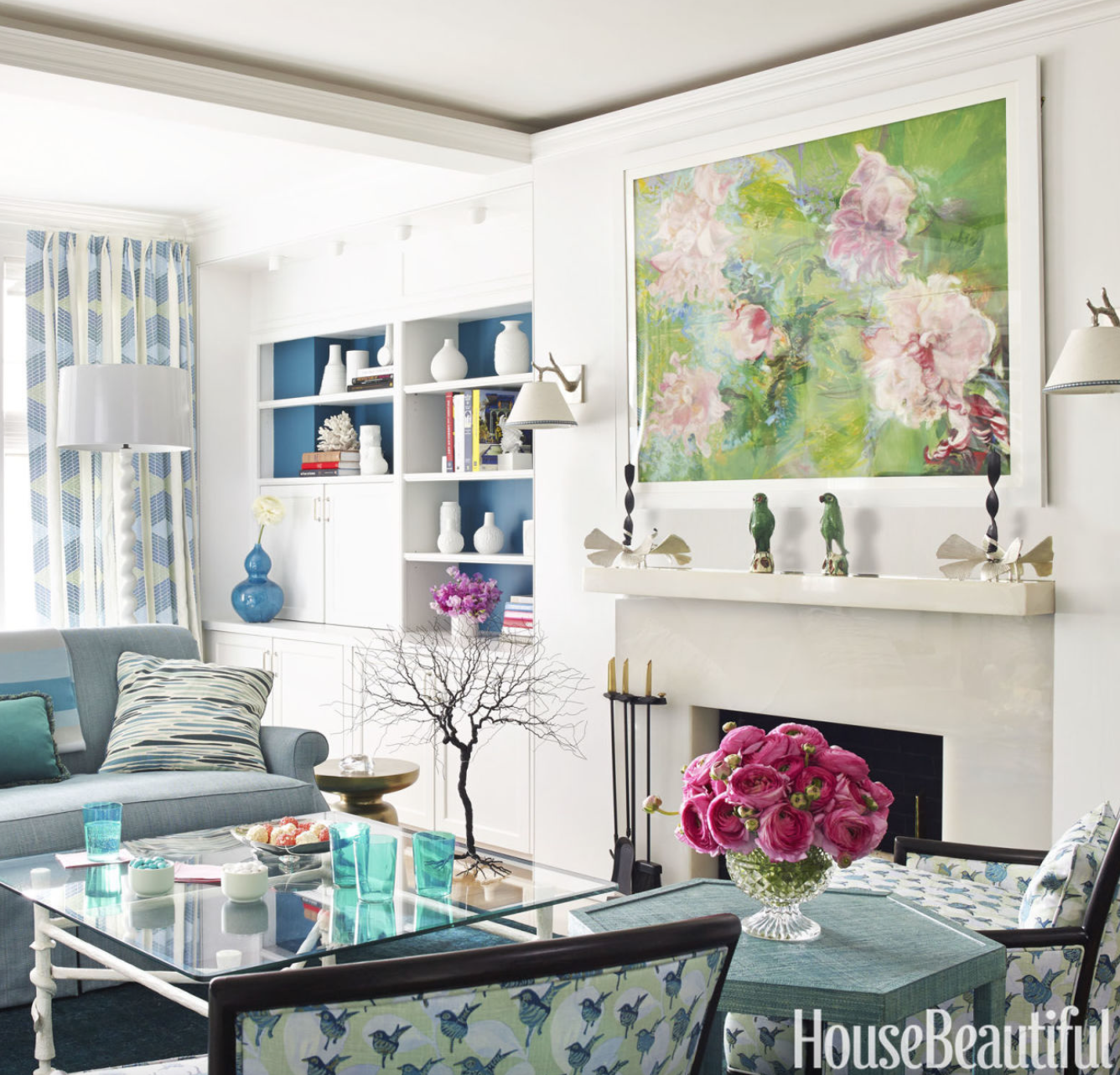 Bold color in a small apartment design darling - Small apartment living room furniture ...