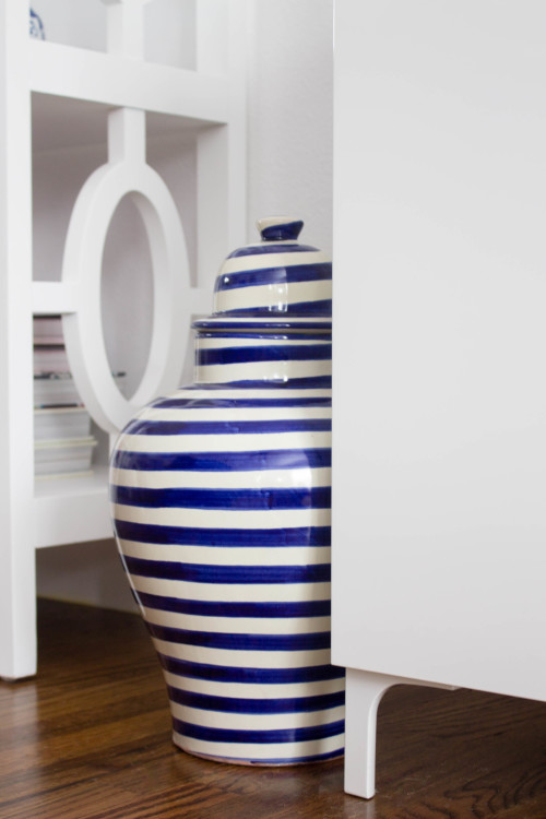 design darling living room striped ginger jar