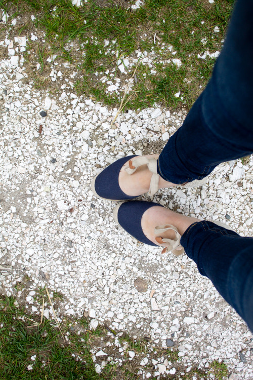 Design Darling wears J.Crew navy espadrilles and Rag & Bone skinny jeans on Nantucket