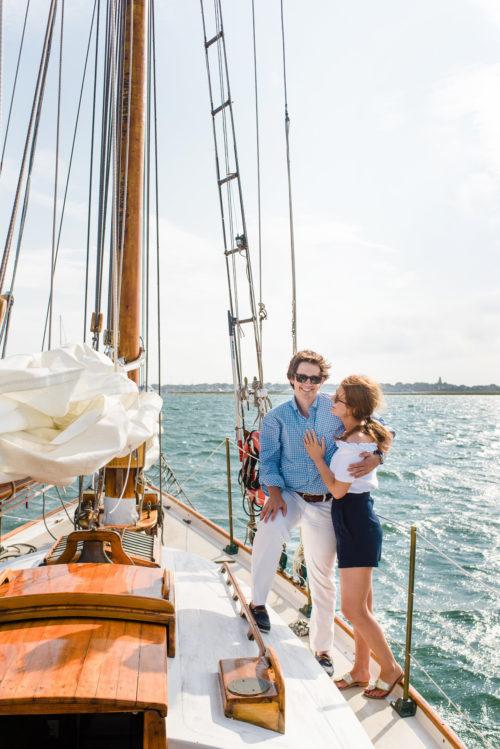 design-darling-sailboat-engagement-photos-on-nantucket
